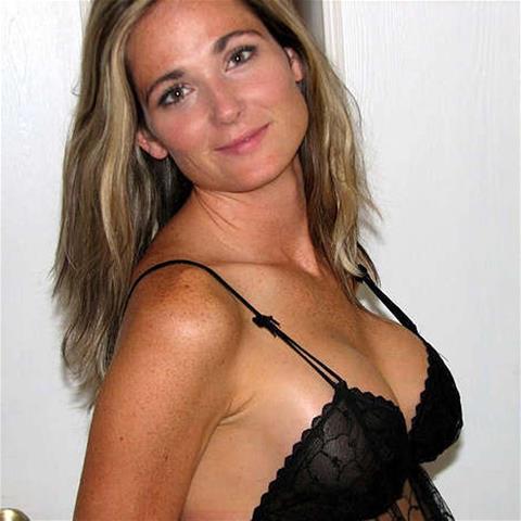 Je eerste keer sex met 36-jarig jongedametje uit Friesland