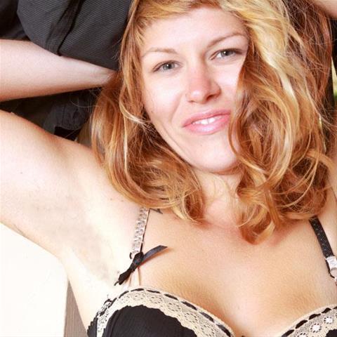 Maak een afspraakje met deze 34-jarige moeder