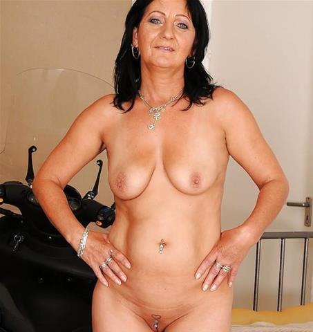 Maak een afspraakje met deze 55-jarige vrouw