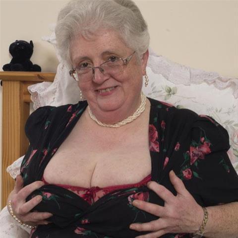 64 jarige oma zoekt seks in Gelderland