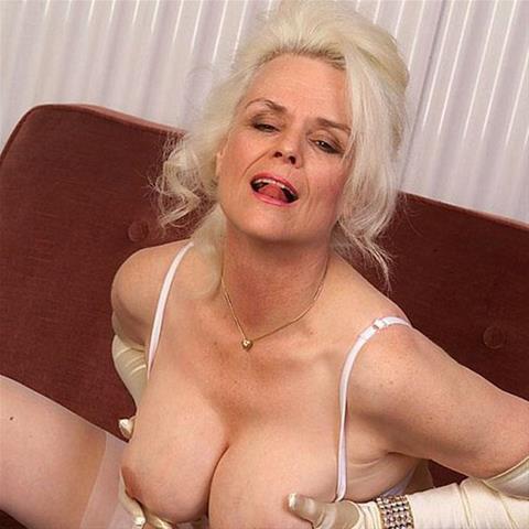 Je eerste keer sex met 65-jarig omaatje uit Groningen