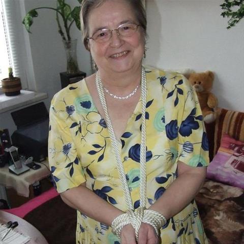 Erotische ontmoeting met 61-jarig omaatje uit West-Vlaanderen