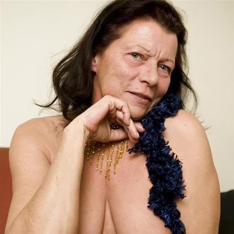 Erotische ontmoeting met 68-jarig omaatje uit Noord-Brabant