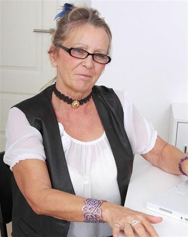 Gratis sexles van 66-jarig omaatje uit Zuid-Holland