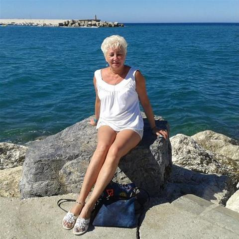 Daten met deze 60-jarige vrouw