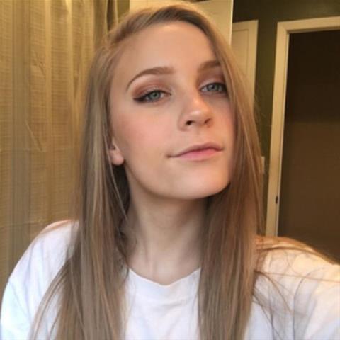 Lekkere date met deze 29-jarige jongedame