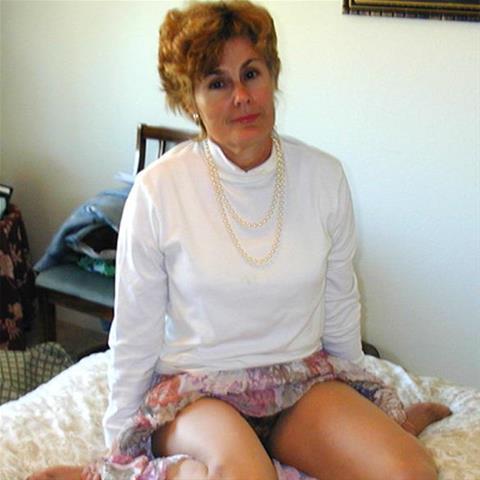Je eerste keer sex met 56-jarig moedertje uit Noord-Holland