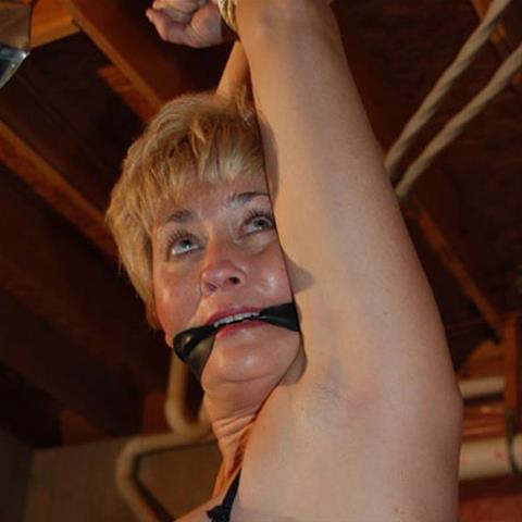 Laat je ontknapen door 63-jarig omaatje uit West-Vlaanderen