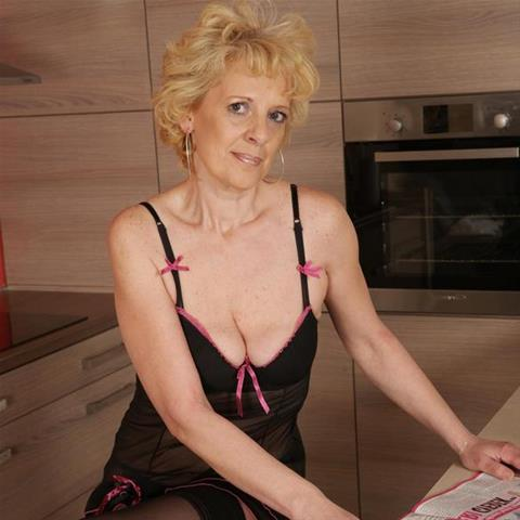 63 jarige oma zoekt seks in Limburg
