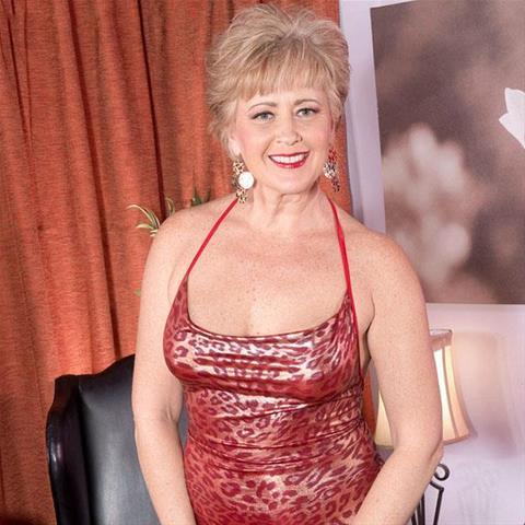 61 jarige vrouw zoekt seks in Zuid-Holland