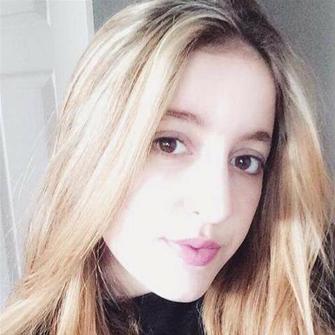 Neuken met deze 27-jarige jongedame